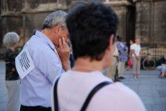 cercle du silence, place pey berland, bordeaux, 27 juillet 2010